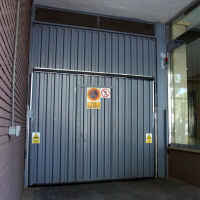 Cliente llucia sa inmobiliaria compra plaza de garaje en - Precios puertas de garaje automaticas ...